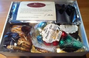 Freude beim Öffnen der Schachtel